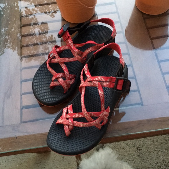 3122abab1211 Chacos- coral color